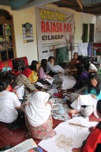 peserta prakerin sangkanparan belajar membatik
