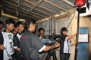 Kelompok M2TR Produksi Film Pendek