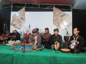 Musikalisasi Puisi oleh SRMB (Skolah Rakyat Melu Bae)