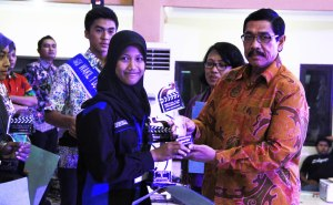 Garnida Menerima 2 Piala (Festival Film Jawa Tengah)