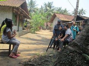 Novi dan Sella saat diwawancarai siswa SMK Muhammadiyah Majenang