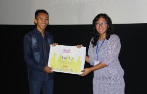 Muslihan menerima penghargaan di DocDays FEUI