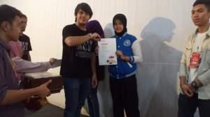Nur Menerima Penghargaan Video Klip Terbaik 2 dari FFPJ