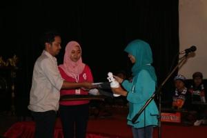 Indah Menerima Penghargaan di Festival Film malang 2015