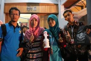 dari kiri, Pak Arif (Guru pendamping), Lia (Alumnus SMKN1Kbmn), Indah dan Muslihan