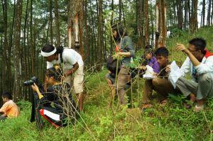 Para siswa SMKN1 karanggayam saat produksi film Penyadap Pulut (9/3)