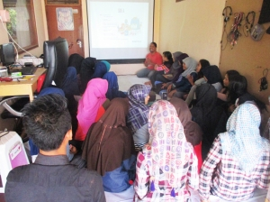 Suasana pemutaran video diary di TBM Sangkanparan