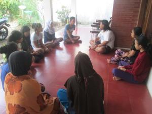 Muslihan dan Neni Rokhyatun sedang berbagi pengalaman