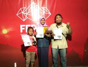 Prana, Dewi dan Insan, berpose di FFPJ 2016